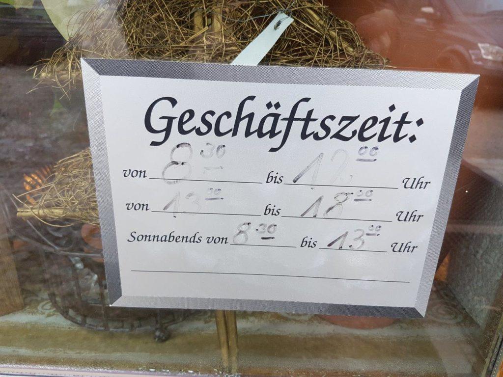 Öffnungszeiten von Blumen Elisabeth in Mittbach. Täglich von 8.30 bis 12.00 Uhr und 13.00 bis 18.00 Uhr. Am Samstag bis 13.00 Uhr.
