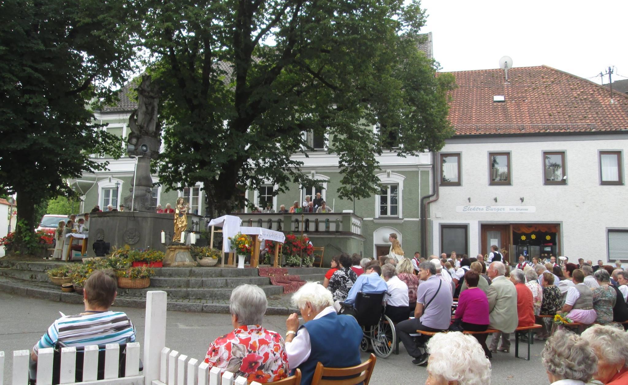 Isen: Fest Mariä Himmelfahrt am Marktbrunnen