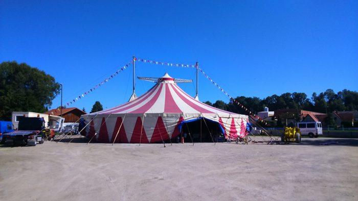 Ferienprogramm: Zirkuszelt am Volksfestplatz