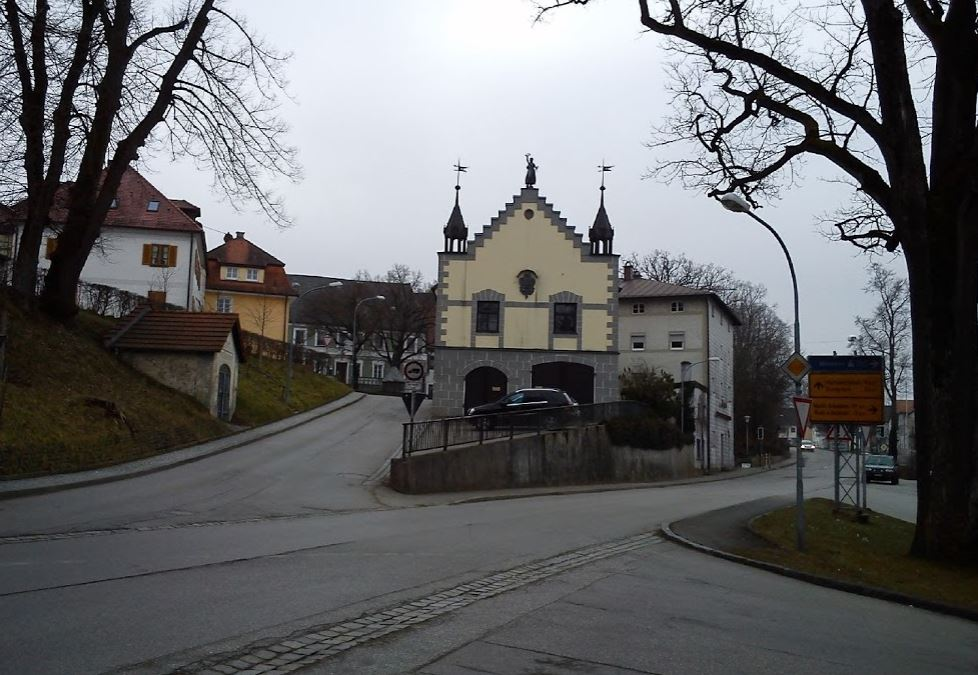 altes-rathaus-heimatmuseum-isen-sattler-kreuzung