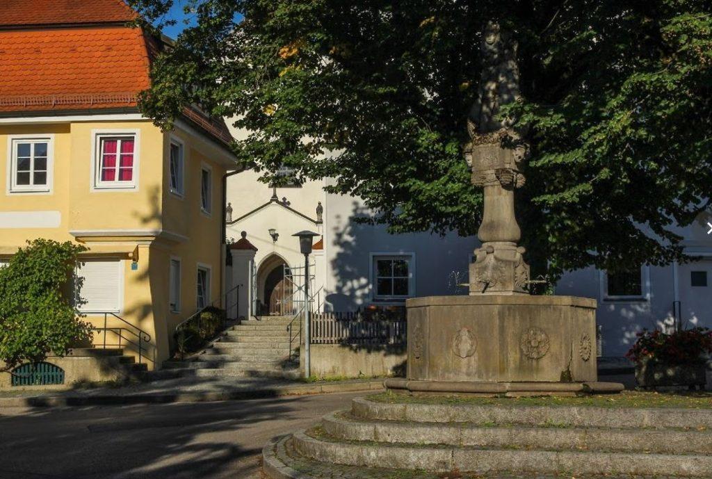Marktbrunnen Isen Prof. Heilmeier