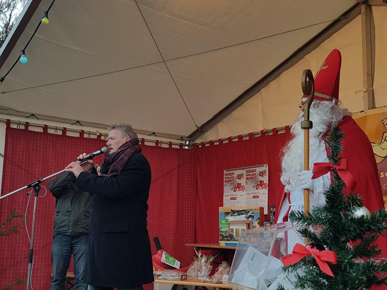 Bürgermeister Siegfried Fischer bei der Verlosung für die Kinder