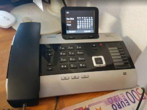 telefon-mit-geldschein500-euro