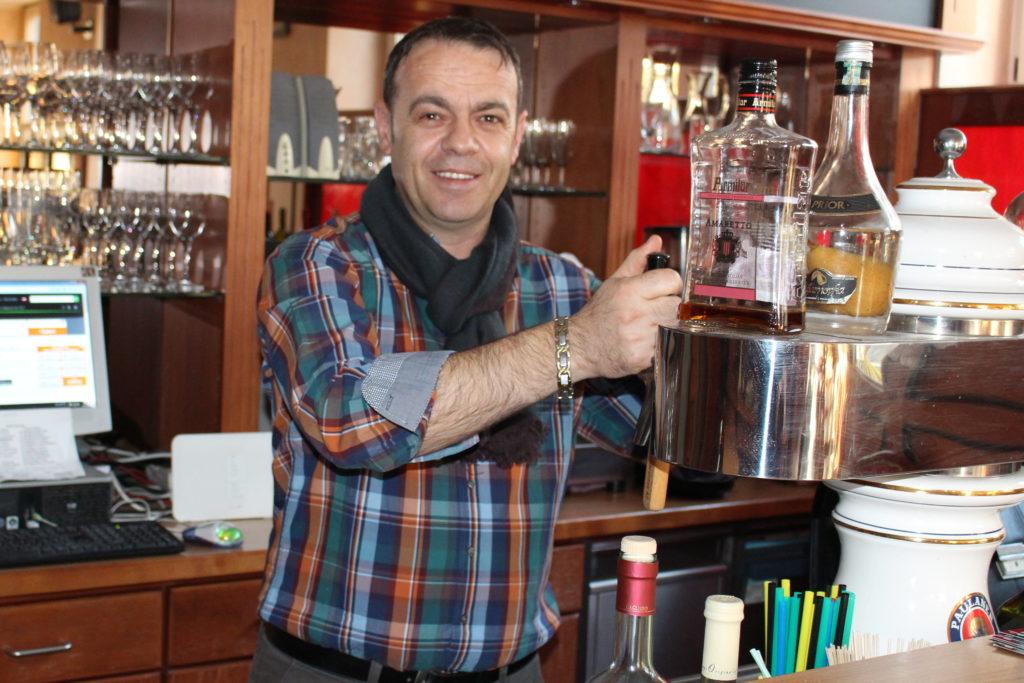 Inhaber Marcello Peppino im italienischen Restaurant und Pizzaservice La Locanda in Isen