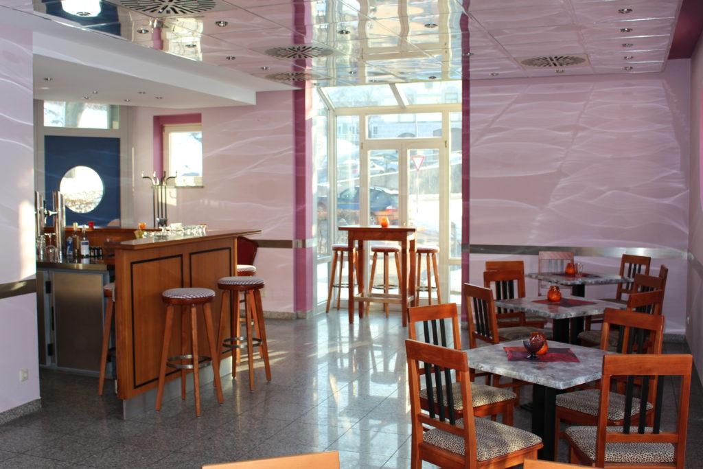 Elegante Bar in der Mitte von Isen, die Bar Centrale