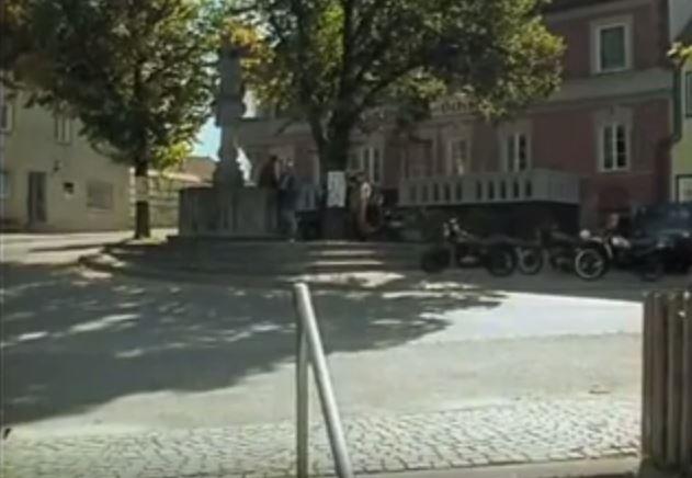 Marktbrunnen-Isen-im-Forsthaus-Falkenau-Pilotfilm-1989