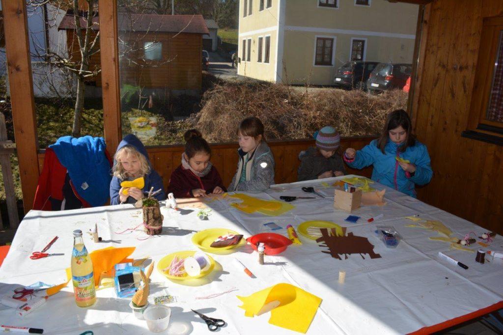Auch die Kinder hatten Freude mit Bastelecke am Frühlingsfest in Isen