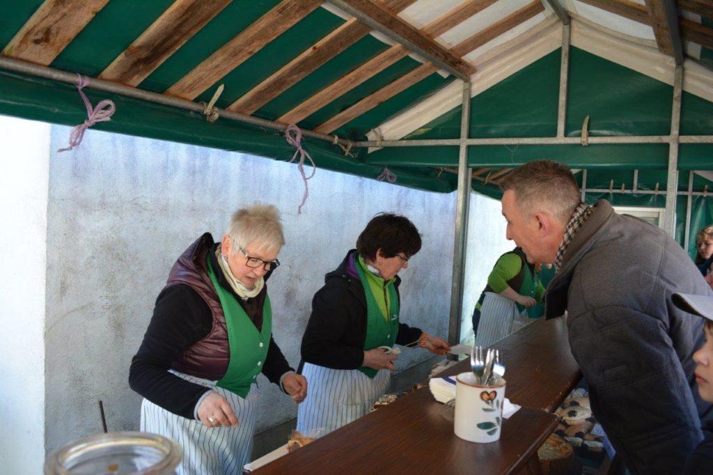 Leckeres Gebäck, Brot, Kuchen beim Frühlingsfest Isen vom Bauernmarkt