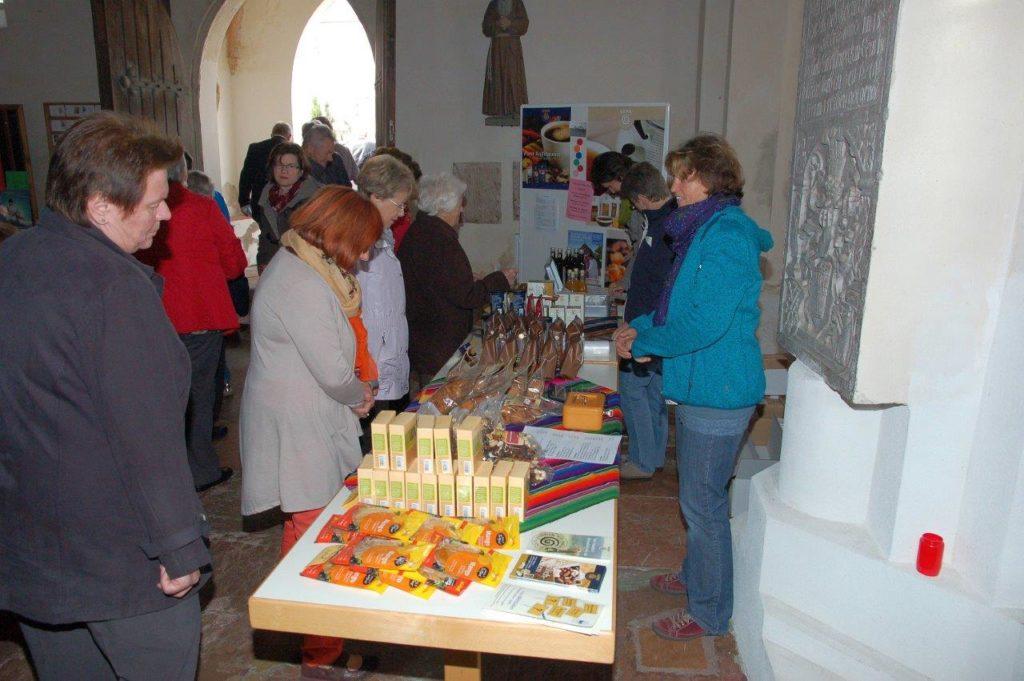 Gepa Kaffee Fairtraide vor dem Gottesdienst in Isen