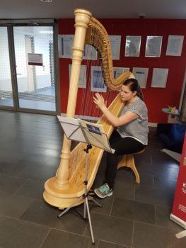 Harfespielerin Elisabeth Wille, Preisträgerin im Harfespiel