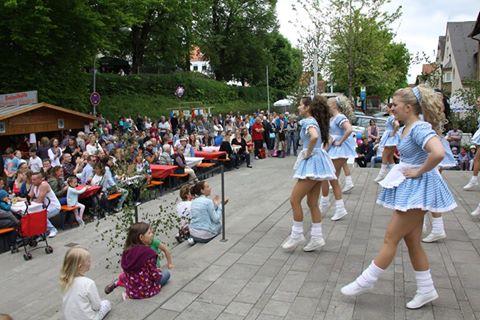 Kreuzmarkt Isen Auftritte am Rathaus