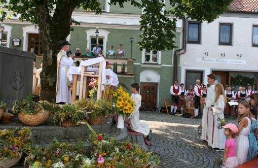 Maria Himmelfahrt Isen, Pfarrer Josef Kriechbaumer, Foto Henry Dinger
