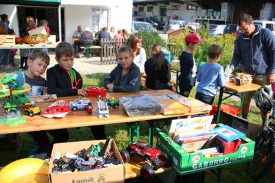 Basteltag und Kinder-Flohmarkt am Bauernmarkt