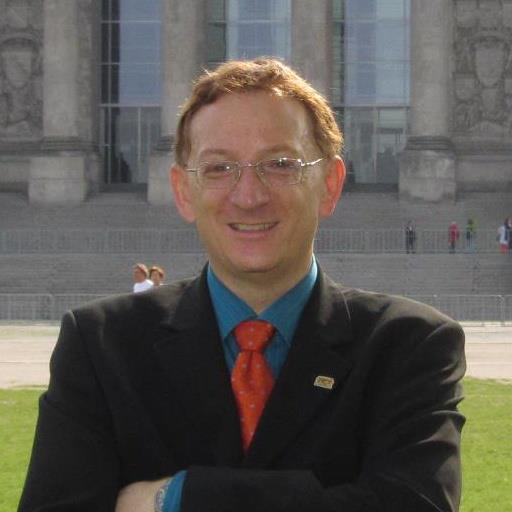 Klaus Hamal vor dem Bundestag in Berlin