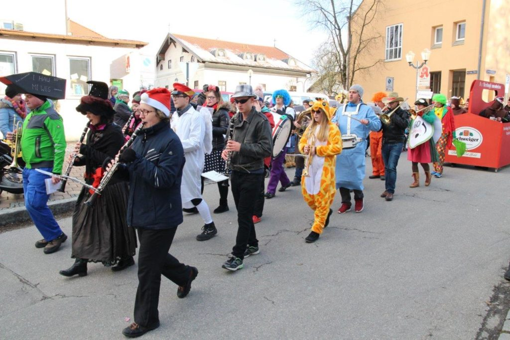 Blaskapelle Isen in Action - Faschingszug Isen 2018