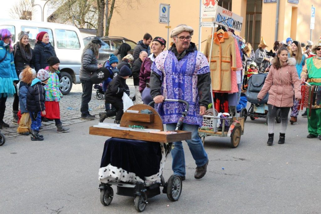 ...scho praktisch, so a Kinderwagn - Faschingszug Isen 2018