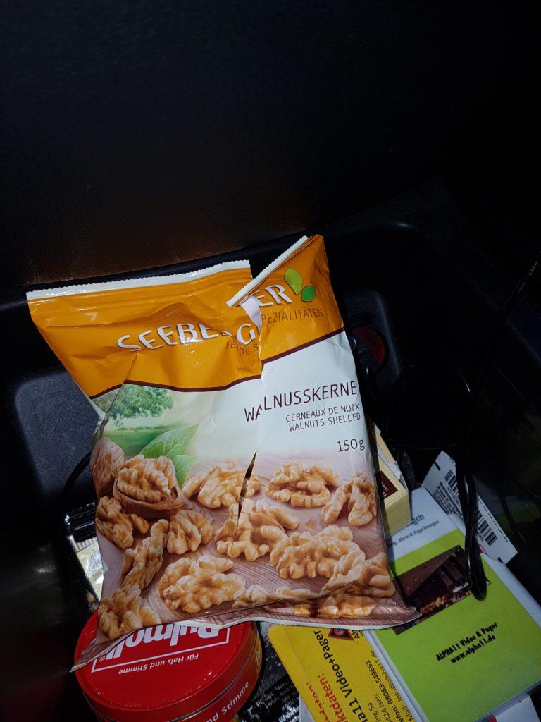 Walnüsse sind super Snack im Auto, statt Süßigkeiten-Riegel...