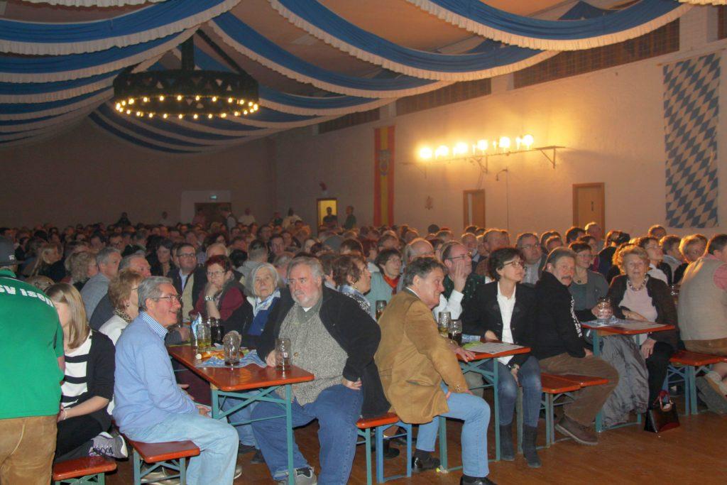 Seit 2002 ist das Isener Starkbierfest in der Alten Turnhalle ein Zuschauermagnet.