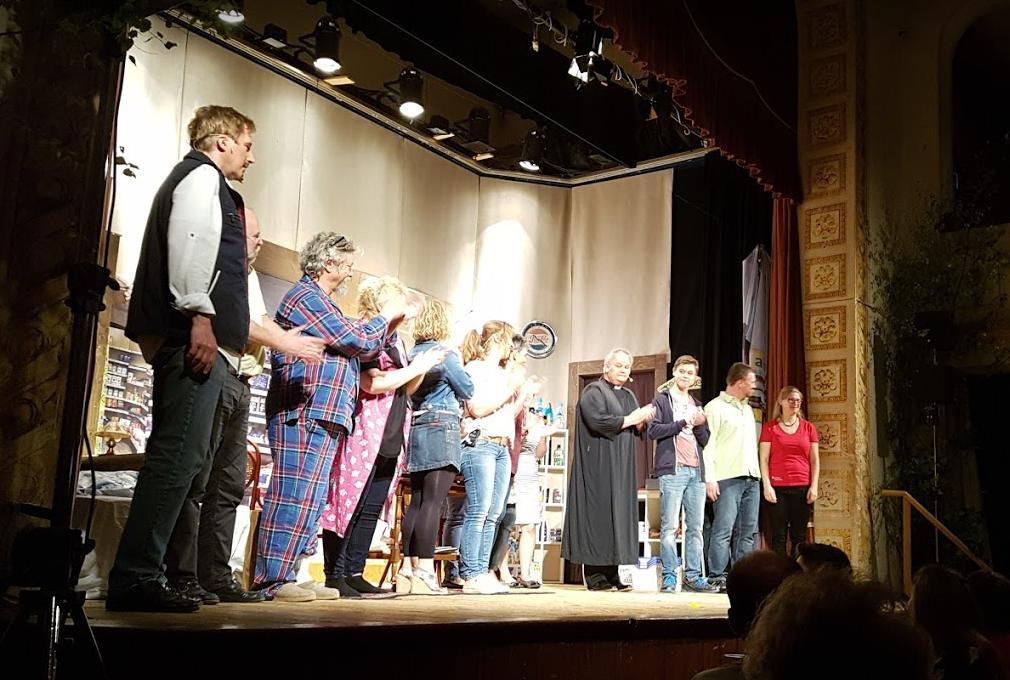 Eine-ganz-heiße-Nummer-Theaterverein-Isen