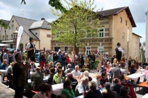 Auf zum Isener Kreuzmarkt am Sonntag, 6. Mai!