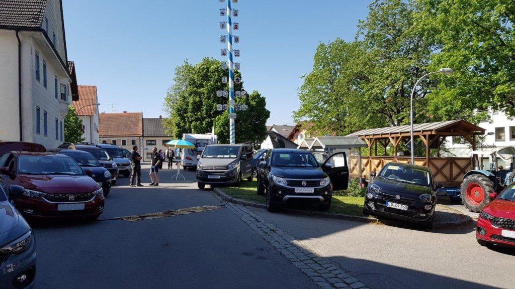 Autoschau in der Münchner Straße von Fiat Spielberger beim Kreuzmarkt Isen