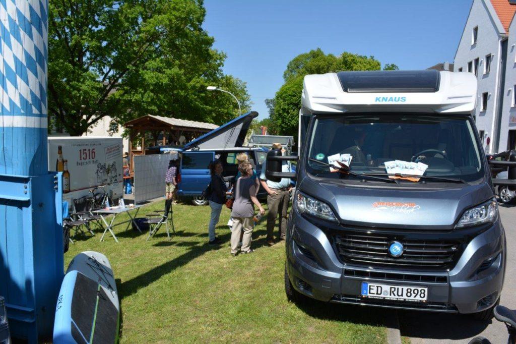 Reisemobile Urbanik berichten auf dem Kreuzmarkt in Isen vom Neuseeland-Tripp