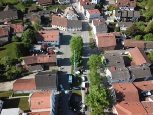 Drohnenflug von Urbanik Wohnmobile beim Kreuzmarkt in Isen