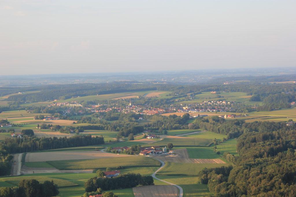 Blick von Loipfing - Steinspoint aus in Richtung Isen vom Ballon