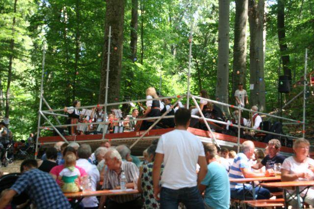 Blaskapelle Isen beim Einsatz auf dem Waldfest Gmain in Isen