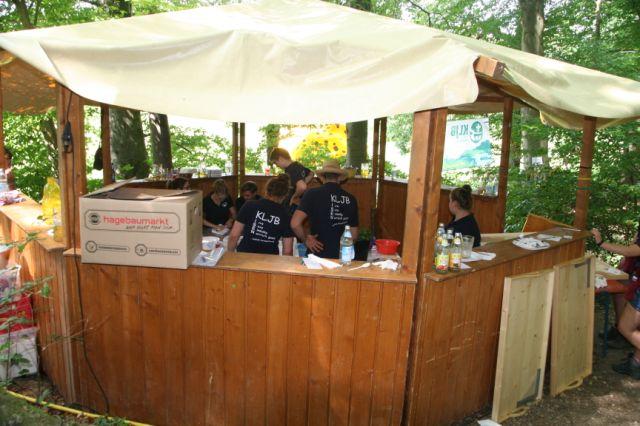 Vorbereitung zum Barbetrieb auf dem Waldfest Gmain in Isen