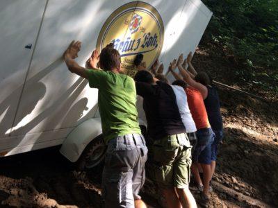 Waldfest in Gmain: Fleißige Hände stemmen den Aufbau
