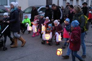 Hunderte bei den Martinsumzügen in Isen dabei