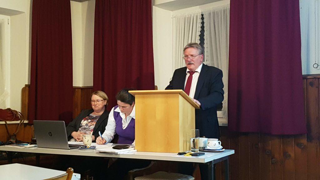 Christine Pettinger, Sandra Steinkirchner und erster Bürgermeister Siegfried Fischer
