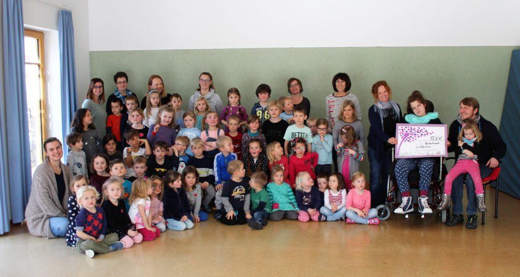 Kinder spenden für Kinder. Mittbacher Kindergartenkinder spenden 500 Euro an Hospiz