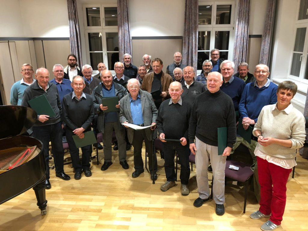 Chorprobe der Liedertafel Isen beim Gedenkkonzert zum 80. Geburtstag des verstorbenen Werner Rottlers