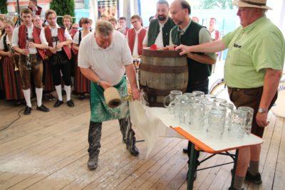 "Isener Volksfest: ""O´zapft is!"""