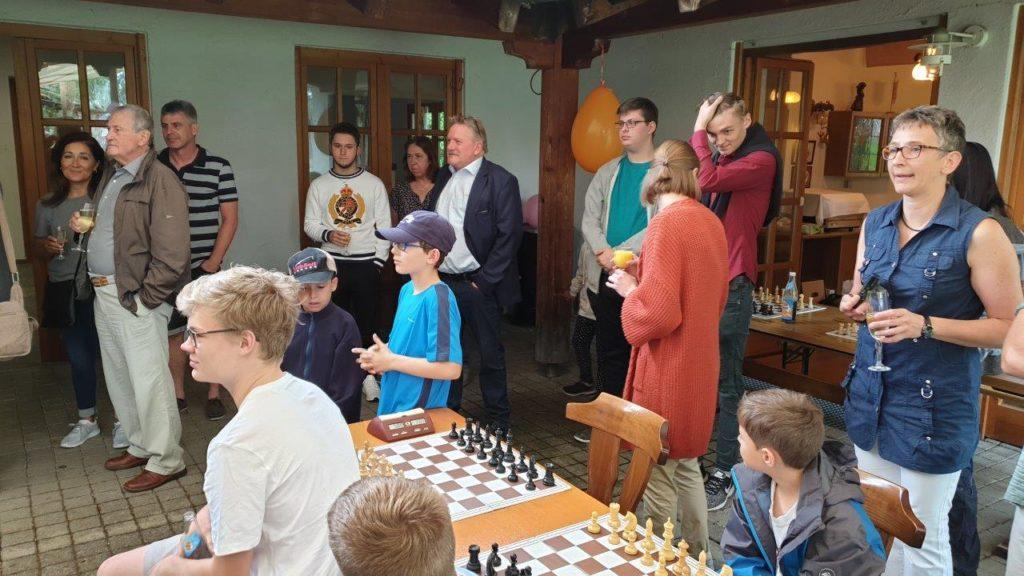 Viele Besucher kamen zur Gründungsfeier des Schachclubs in Isen