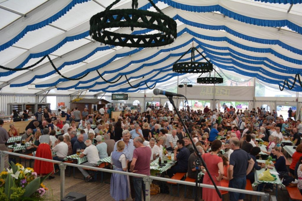 800 Besucher im Isener Volksfestzelt zur Auftaktveranstaltung des Kommunalwahlkampfes 2020