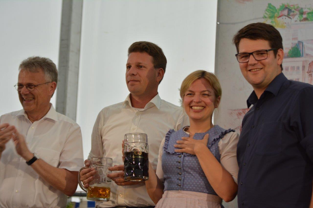 Florian Geiger will Isen aus dem Dornröschenschlaf erwecken - große Auftaktveranstaltung im Festzelt in Isen mit Katharina Schulze