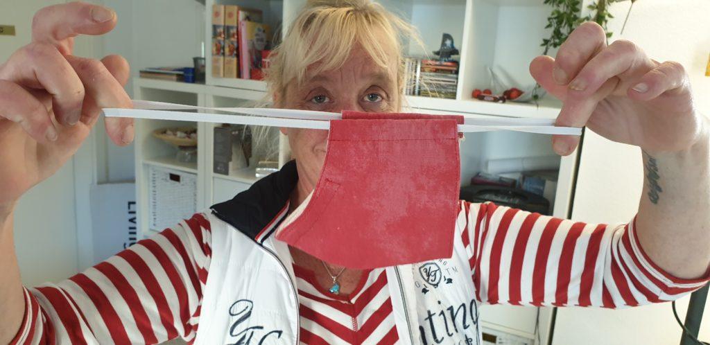 Mund-Nasen Masken mit Gummizug - Diese 50cm Näh-Gummibänder werden dringend gesucht. Wer welche zu Hause hat, bitte bringen.
