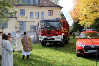 Kirchlicher Segen für gleich zwei Feuerwehrfahrzeuge